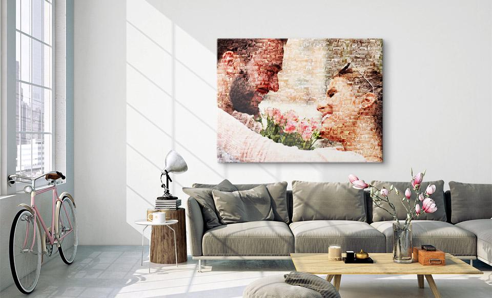 Fotomosaik über Sofa